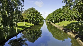 royal-military-canal-the-royal-military-canal-in-hythe-kent