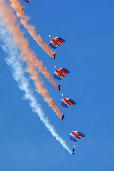 RAF-Falcons-Parachute-Display-Team_web