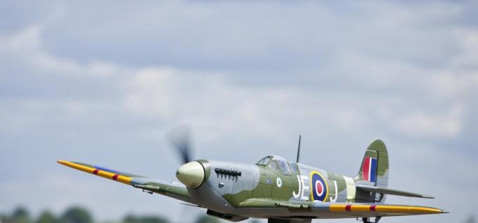 spitfire makes an emergency landing at woodchurch