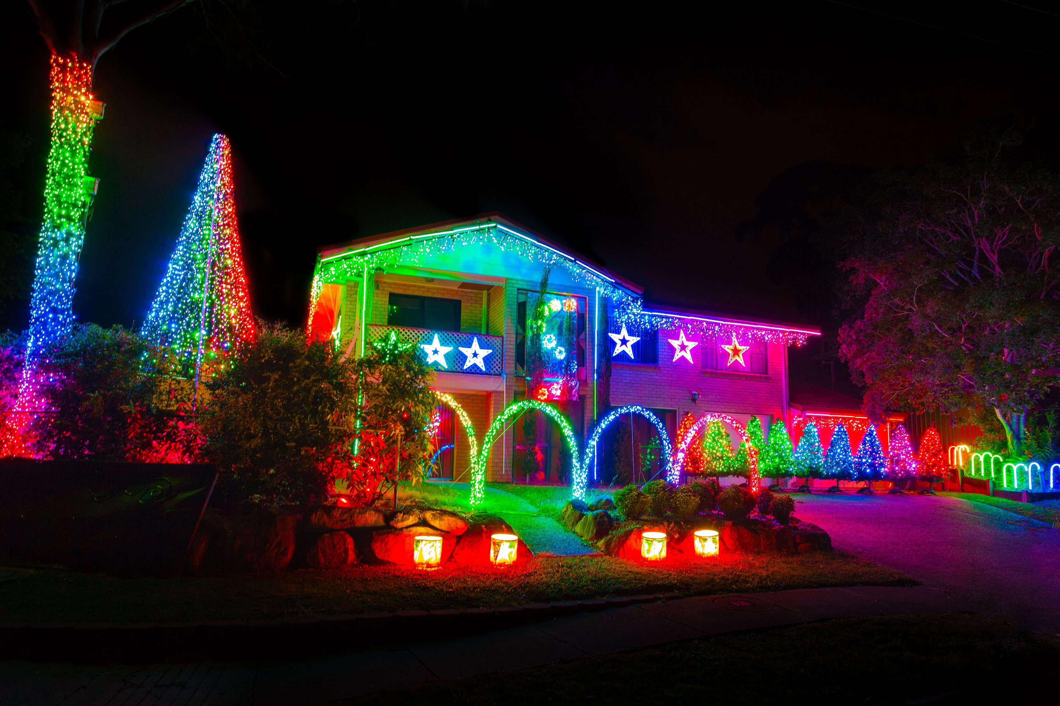 LIGHT UP LYDD IN CHRISTMAS COLOUR