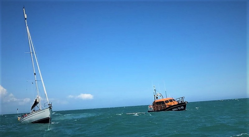Dungeness lifeboat launches to yacht with steering problem